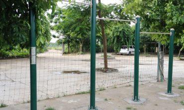 Sân bóng bãi đá sông Hồng – P. Nhật Tân, Tây Hồ, Hà nội