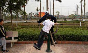 Người dân TP Bắc Ninh thích thú với các thiết bị vận động ngoài trời VIVADO