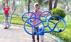 """""""Đãi vàng"""" buổi sáng trong công viên Biên Hòa"""