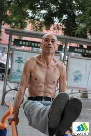 Cụ già 65 tuổi tập xà 06