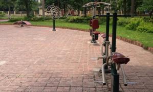 Lắp đặt dụng cụ thể thao ngoài trời tại công viên Ngô Gia Tự – niềm phấn khởi của người dân