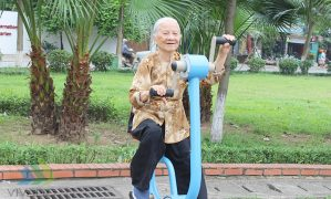 Đi bộ tập thể dục không tốt với hầu hết người già